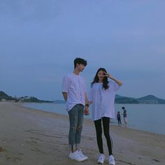 Chang hyung y yo Boy Best Friend Pictures, Boy And Girl Best Friends, Couple Pictures, Mode Ulzzang, Korean Boys Ulzzang, Ulzzang Girl, Cute Couples Photos, Cute Couples Goals, Couple Ulzzang