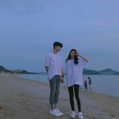 Chang hyung y yo Mode Ulzzang, Korean Boys Ulzzang, Ulzzang Couple, Ulzzang Girl, Couple Aesthetic, Korean Aesthetic, Matching Couple Outfits, Matching Couples, Korean Couple