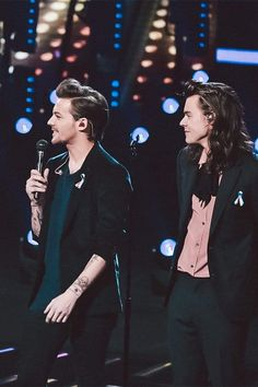 One Direction 620370917410485936 - Source by ElliottCht One Direction Collage, One Direction Concert, One Direction Memes, One Direction Pictures, One Direction Interviews, Harry Styles Concert, One Direction Harry Styles, Larry Stylinson, Celebrity Casual Outfits