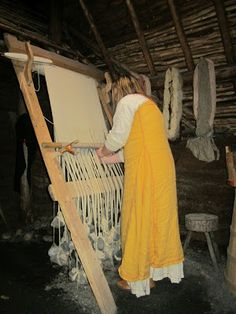 Viking Loom @ L'Anse aux Meadows NHS The Viking Loom. Before Costco. Before Wal-mart. Before the Hudson's Bay Company. Before Marc. Weaving Textiles, Weaving Patterns, Mosaic Patterns, Card Weaving, Tablet Weaving, Inkle Loom, Loom Weaving, Textiles Techniques, Weaving Techniques