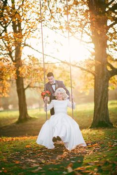 A chic halloween wedding with autumnal vintage styling (and one very big near disaster. Unique Weddings, Real Weddings, Michelle Michaels, Chic Halloween, Outdoor Photos, Wedding Preparation, Forest Wedding, Wedding Planning Tips, Autumnal