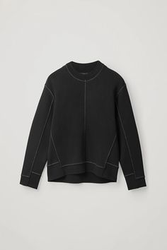 Discover our women's tops: modern styles designed to last beyond the season. Explore timeless blouses and sweatshirts cut from cotton, silk and cashmere. Cut Sweatshirts, Look Fashion, Fashion Design, Minimal Fashion, Trousers Women, Silhouettes, Knitwear, Women Wear, Clothes For Women