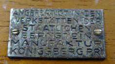 """Königsberg Pr. Holzkästchen mit Bernsteinbesatz, mit Schildchen """"Angefertigt in den Werkstätten der Staatlichen Bermstein-Manufaktur Königsberg Pr."""""""