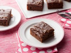 Chocolate Sheet Cake recipe from Ree Drummond via Food Network, rated one of best choc recipes Best Chocolate Desserts, Chocolate Mousse Cake, Köstliche Desserts, Best Dessert Recipes, Recipes Dinner, Decadent Chocolate, Chocolate Frosting, Chocolate Candies, Recipes