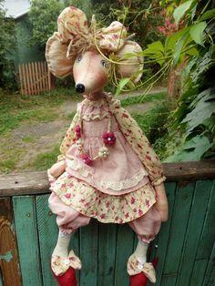Одноклассники Fabric Toys, Fabric Crafts, Handmade Toys, Handmade Art, Crochet Mouse, Cute Mouse, Sewing Toys, Fairy Dolls, Stuffed Animal Patterns