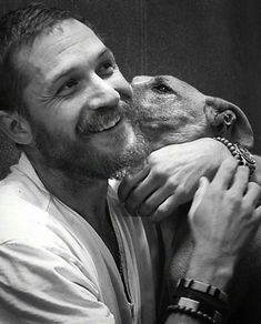 Tom Hardy Is The Ultimate Example Of What Perfection Looks Like Both On & Off Screen Tom Hardy Dog, Tom Hardy Photos, Foto Portrait, Tommy Boy, My Tom, Thing 1, Peaky Blinders, Dream Guy, Karl Urban