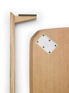 A table whose flat legs disassemble; a tongue and metal plate into which screws are inserted create the joint. 45 table by Mexican design studio LaSelva. Wooden Furniture, Furniture Projects, Table Furniture, Cool Furniture, Wood Projects, Furniture Design, Furniture Storage, Woodworking Joints, Woodworking Workshop