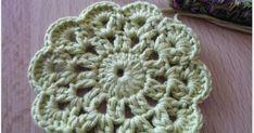 .. dostala jsem pár vzkazů jestli bych nemohla udělat návod na kytičku .. ne každý se vyzná v kresleném návodu .. tak jsem sedla a nafotila ... Blanket, Crochet, Blankets, Knit Crochet, Crocheting, Comforter, Chrochet, Hooks, Ganchillo