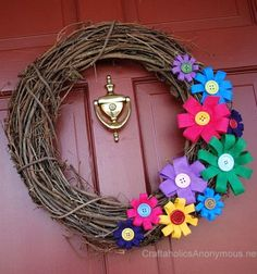 Easy Colorful Spring Wreath Tutorial - Just a few easy steps to make this adorable DIY Spring wreath! Its sure to brighten up any front door this spring. Felt Flower Wreaths, Felt Flowers, Diy Flowers, Spring Flowers, Paper Flowers, Button Flowers, Ribbon Flower, Felt Wreath, Grapevine Wreath