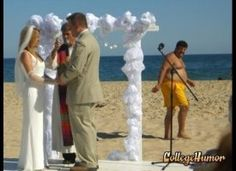 Wedding Photos Gone Wrong pics) - So Funny Epic Fails Pictures Dinosaur Wedding Photos, Funny Wedding Photos, Wedding Pictures, Wedding Fail, Wedding Humor, Wedding Goals, Wedding Stuff, Epic Fail Pictures, Funny Pictures