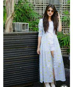 Shrugs for dresses – Lady Dress Designs Western Dresses, Indian Dresses, Indian Outfits, Western Wear, Shrug For Dresses, Casual Dresses, Fashion Dresses, Kimono Fashion, Hijab Fashion