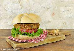 Questo gustoso hamburger di ceci vegan è preparatosoltanto con ceci, erbe aromatiche e nocciole, ègluten-free e senza lattosio, adatto anche a chi soffre di intolleranze alimentari. Potete servirlo con insalata fresca, oppure prepararci un gustoso panino, basta aggiungere insalata, pomodoro e …