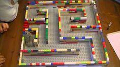 Hamster recorriendo un laberinto LEGO