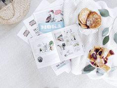 """Hallo guten Morgen und Mahlzeit...  . Meine gestrige Wegzehrung für die Fahrt nach Hamburg zur #blogst16: Ganz viel tolles Papier zum Lesen und Apfelwaffeln """"aus Gründen mal anders"""" ... Aber ganz ehrlich: Apfelwaffelteig als Pfannkuchen aus der Pfanne und als Mini-Kuchen aus dem Ofen schmeckt großartigst und fast schon besser als aus dem Waffeleisen ... . Für die #instagraminteriorchallenge von Lilli @kitschcanmakeyourich ist das #paper: Mein Blogst-Stundenplan und das wundervolle…"""