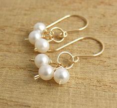 Pearl Jewelry, Wire Jewelry, Bridal Jewelry, Beaded Jewelry, Jewelery, Jewellery Uk, Jewelry Model, Handmade Jewellery, Gold Bar Earrings