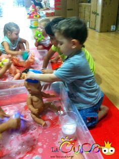 La cuca: Juguem amb joguines sense piles / Jugamos con juguetes sin pilas