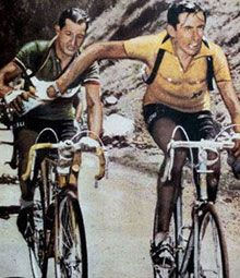 1952, Tour de France: Fu Coppi a passare la borraccia a Bartali o viceversa?  Clicca sull'immagine per leggere la storia di uno degli antagonismi sportivi più famosi del mondo (a cura dell'Enciclopedia Treccani)