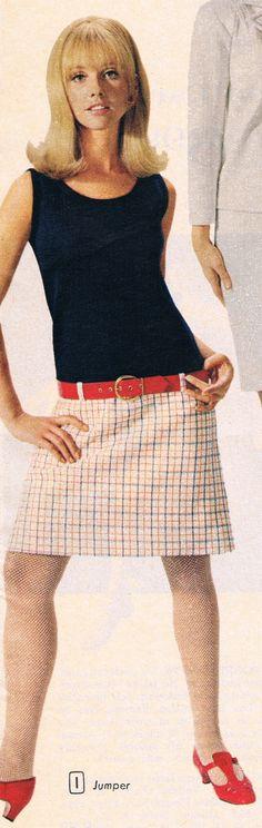 Had a dress very similar and hair just like this. Seventies Fashion, Mod Fashion, 1960s Fashion, Fashion Fabric, Vintage Fashion, 1960s Outfits, Vintage Outfits, 20th Century Fashion, 60s Style