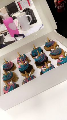 Wednesday 15th November 2017: super cute unicorn cakes at work today. Don't know how I managed to say no, my will power for this diet is very strong atm 😂