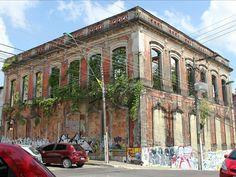 Majestoso Hotel Cassina precisa ser reconstruído do zero (Foto: Girlene Medeiros/G1 AM)