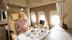 TRAVEL : First-Class-dining-Emirates