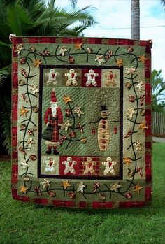 Lynette Anderson  -  Smaller version for wall hanging. Vooral die rand is leuk met de kerstballen enzo :)