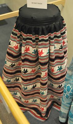 Here is a Seminole patchwork skirt. From the Ah Tah Thi Ki Seminole Indian Museum near Clewiston, Florida US Seminole Indians, Cowboys And Indians, Native American Tribes, American Indians, Seminole Patchwork, Ribbon Skirts, Ribbon Work, Indian Dresses, Clewiston Florida