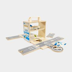 Wooden On-the-Go Airport & Planes Box