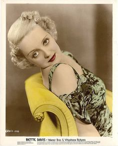 Bette Davis - Old Hollywood. Old Hollywood Glamour, Vintage Hollywood, Classic Hollywood, Hollywood Icons, Vintage Vogue, Vintage Glamour, Hollywood Stars, Hollywood Actresses, Mae West