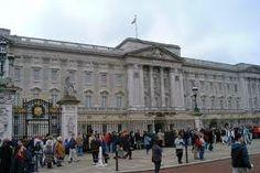 Google Image Result for http://photos.igougo.com/images/p135037-London-Buckingham_Palace.jpg