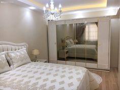 Every detail of this glamorous Izmir house gives perfectionist hosts. - New Deko Sites Simple Bedroom Design, Bedroom Bed Design, Modern Bedroom Decor, Home Room Design, Centre Table Design, Luxurious Bedrooms, House Rooms, Home Decor Accessories, Furniture