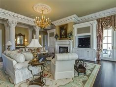 Elegant room with beautiful crown molding work.