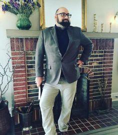 Let's figure out the outfit of our Plus Size Man of the day. Découvrons le look de notre homme grande taille du jour.