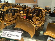 Diecast Masters - Booth Spielwarenmesse 2016: Caterpillar D9T Track-Type Tractor