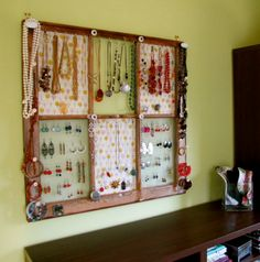 Jewellery display - window frame Love this idea, I love old repurposed windows, so pretty ^_^ Jewellery Storage, Jewelry Organization, Jewellery Display, Home Organization, Accessories Display, Organizing Ideas, Homemade Jewelry Organizer, Jewellery Stand, Diy Casa