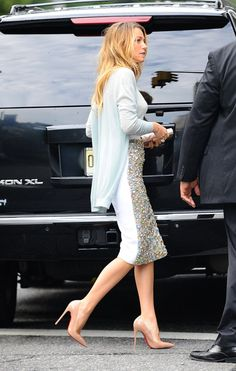 Blake Lively wears nude patent Christian Louboutin So Kate Pumps (1)