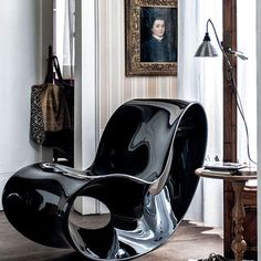 Mixing the old with new or this is a case of opposites attract?  Ron Arad designed the Voido Magis rocking chair in 2006, and it still rocks on. . . . . . . . . . . #ronaraddesign #voidomagis #designer #interiorstyling #interiorinspiration #interiordecorator #interiordecoration #homestyling #homestylist #inspo #julian_sudre #homedecoration #interiordesign #art #artistsoninstagram #artcollector