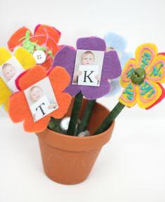 DIY Teacher Appreciation Gift: Photo Flower Pens