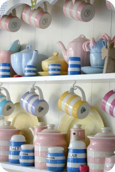 Today's Cornish ware by T.G.Green & Co comes in other colors than the traditional blue and cream stripe.