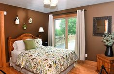 Bird-themed bedroom with brown walks and birdhouses used as art.