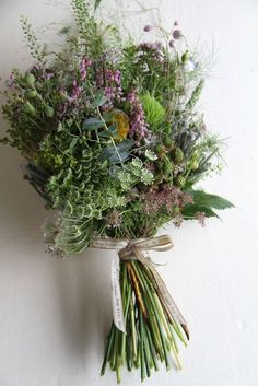 Bouquet fiori ed erbe selvatiche