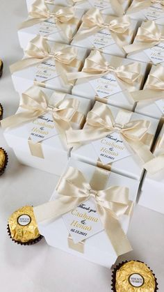 Champagne wedding favor gift boxes with doubled satin ribbon bow and gold names, Elegant personalized bonbonniere for gifts and favors for your guests. #welcomebox #giftbox #personalizedgifts #weddingfavor #weddingbox #weddingfavorideas #bonbonniere #weddingparty #sweetlove #favorboxes #candybox #elegantwedding #partyfavor #weddingwelcome #goldwedding #ivoryandgold #ivorywedding #champagnewedding #uniqueweddingfavors