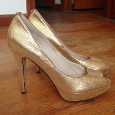 HP MICHAEL Michael Kors Gold Platform Pump MICHAEL Michael Kors Peep-toe platform pump. Gold lizard-pattern leather exterior. 1/2 inch platform, 4 inch heel height. Minimal wear, scuff and mark on leather shown. They're surprisingly comfortable for the heel height. Fit true to size. Great for a night out on the town! 1st picture is all natural light, the others are with an overheard light on MICHAEL Michael Kors Shoes Heels
