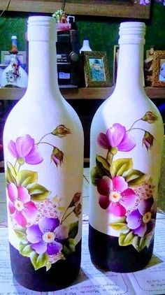 Wine Bottle Art, Painted Wine Bottles, Lighted Wine Bottles, Diy Bottle, Wine Bottle Crafts, Decorated Bottles, Glass Painting Designs, Pottery Painting Designs, Decoupage Glass