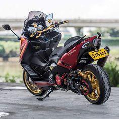 MAX_YAMAHA 530 💥 🔱 ➖➖➖➖➖➖➖➖➖➖➖➖➖➖ #tmax #tmax500 #tmax400 #tmax530 #tmaxx #tmaxyamaha #yamaha #yamahar6 #goodmorning #hero4 #hero4black Tmax Yamaha, Yamaha R6, Moto Bike, Motorcycle Bike, Yamaha Scooter, Scooter Scooter, Aerox 155 Yamaha, Scooter Design, Scooter Custom