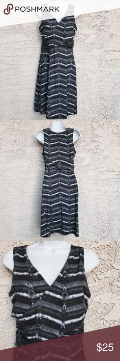 ⬇️Athleta Adriana Print Empire Shirred Casual Wrap EUC.  Gray/ black dress with no rips, stains or signs of imperfections. Super comfortable and flattering. Athleta Dresses Midi
