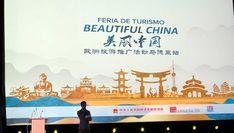 El país asiático nos muestra sus encantos naturales y su fusión de tradición y vanguardia moderna para captar turistas españoles. China, Movie Posters, Beautiful, Home Decor, Charms, Stone Carving, Monuments, Countries, Turismo