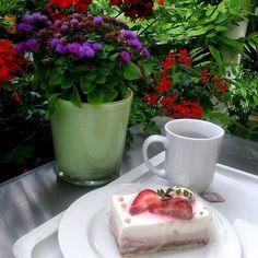 Just a small café on the petrol station =) #enkel_store #enkel #simpleisbeautiful #travel #travelling #germany #food #foodporn #whatieat #life #happy #road #германия #кафе #пирожное #еда #мирдолжензнатьчтояем #цветы #flowers #cake #sweet  Yummery - best recipes. Follow Us! #foodporn