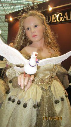"""Cinderella is made of porcelain. Amazing outfit! Международная выставка в Москве """"Искусство куклы"""", 2013 год."""