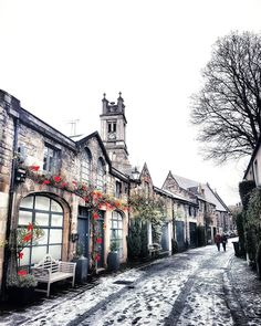 There's nothing quite like the morning air after a frosty night. This lovely shot was taken by @benhunter282 of Circus Lane in Endinbugh, Scotland on a chilly December morning. The pretty lane can be found in the historic New Town, sandwiched between the large Georgian town houses and the 'village' of Stockbridge. ❄️ #lovegreatbritain #Edinburgh #Scotland via @lovegreatbritain / Instagram